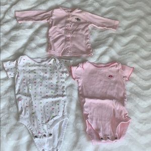 Carter's 6mnth Onesies with free 3mnth Top